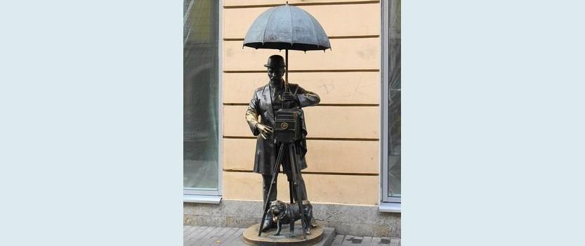 Памятник Петербургскому фотографу