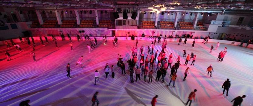 Ночные катания на коньках в Юбилейном