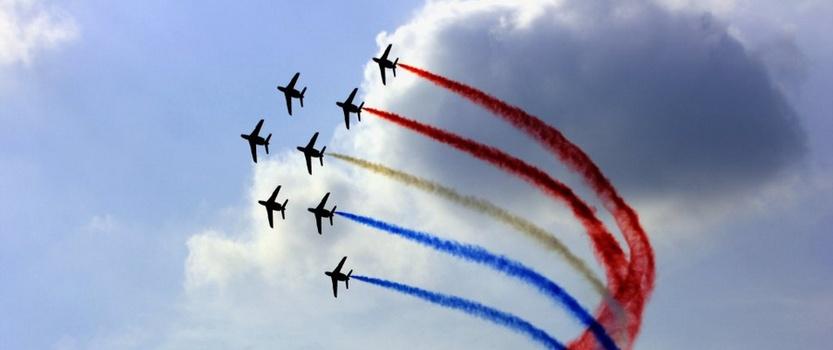 Шоу высшего пилотажа авиа-группы Русские витязи и пилотов ВВС