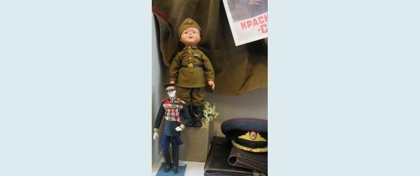 Маленькие хранители надежды: выставка игрушек военных лет