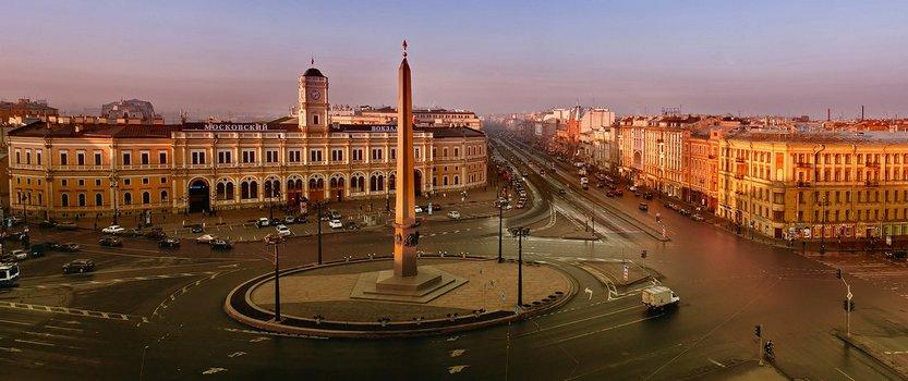 Стелла на площади Восстания