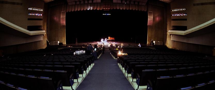 Большой концертный зал Октябрьский