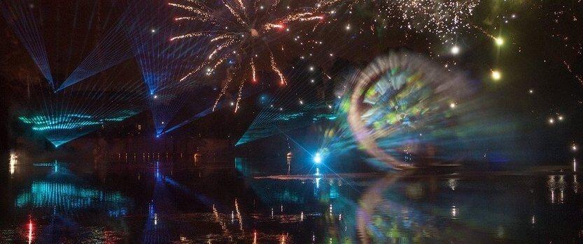 Ночное световое шоу в Гатчине